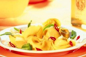Käse-Tortelloni aglio olio e peperoncino