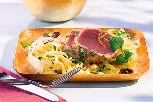 Marinierter Thunfisch auf Fettuccine mit Fenchel-Sellerie-Sugo