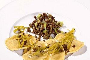 Steinpilz-Tortelli mit italienischem Linsengemüse