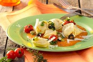 Käse-Tortelloni mit Flusskrebsragout und Sauce Toscana