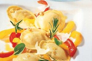Tortelli mit geschmorten Paprika