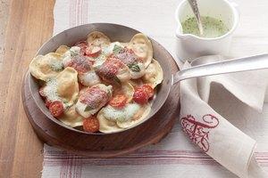 Seeteufel-Saltimbocca mit Tomaten-Mozzarella-Tortelli
