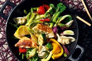 Gemüse- Wok-Pfanne mit Gyoza Gemüse