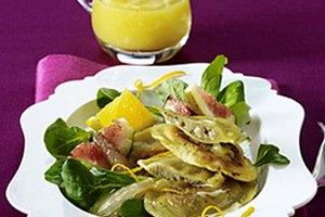 Gebratene Steinpilz-Tortelli auf Feldsalat mit Feigen