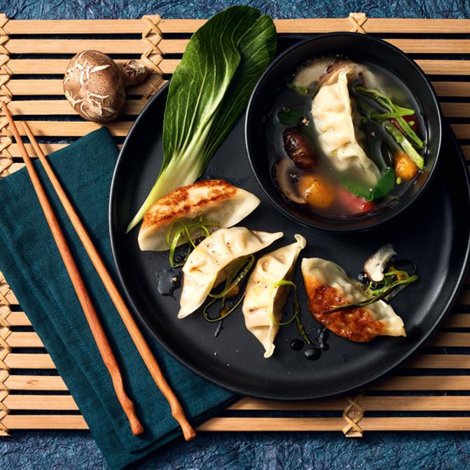 Asia-Suppe mit Gyoza Schwein