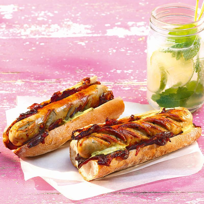 Bratwurst Vive La France mit Zwiebel-Confit und Estragon-Senf-Dip