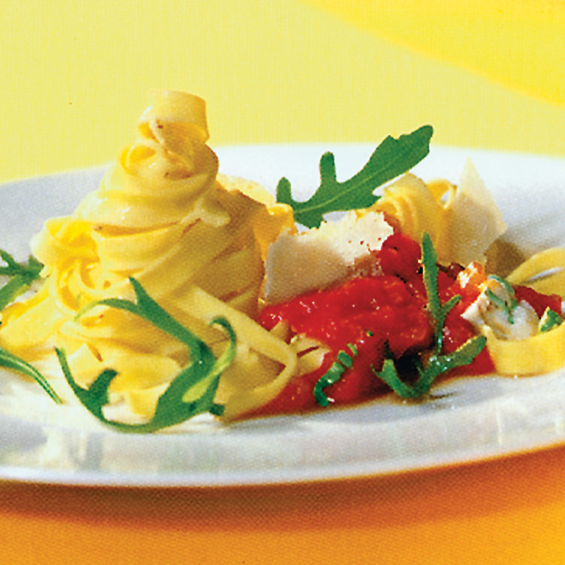 Fettuccine mit Rucola-Tomatensauce