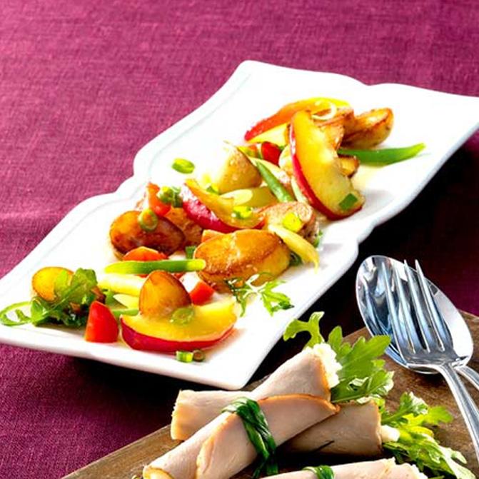 Gefüllte Schweinebraten- Röllchen mit gebratenem Kartoffelsalat