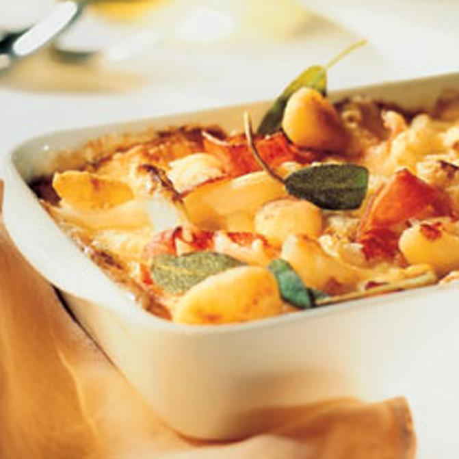 Spargel-Gnocchi-Gratin mit Krustenbraten und Käse