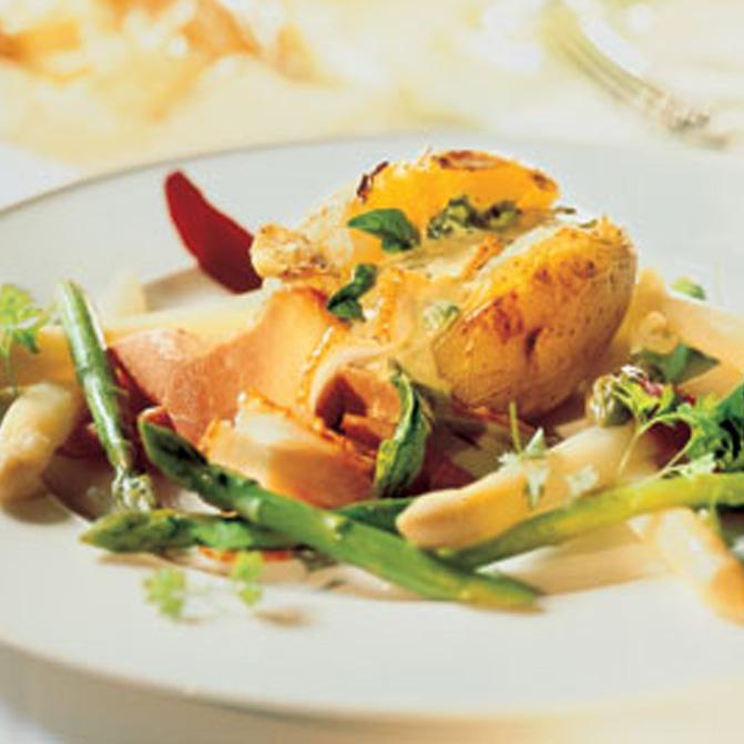 Spargel-Potpourri mit Pellkartoffeln und Sauce Florentina