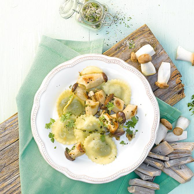 Spinat-Raviolo mit gebratenen Kräuterseitlingen und Zitronenthymian