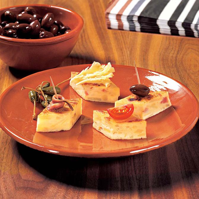 Tortilla Española mit verschiedenen Beilagen