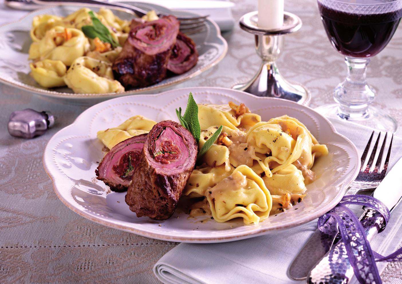 Feine Steakröllchen mit Edelpilz-Sauce und Käse-Tortelloni